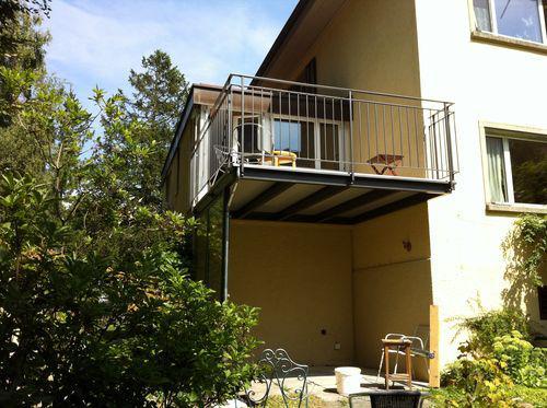 Balkon mit Leitbaubodenplatten