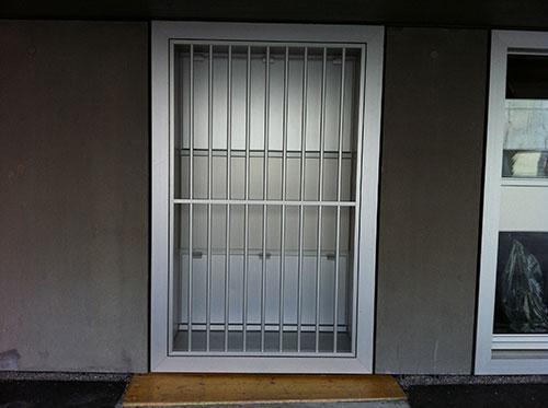 Fenstervergitterung in Alu, eloxiert