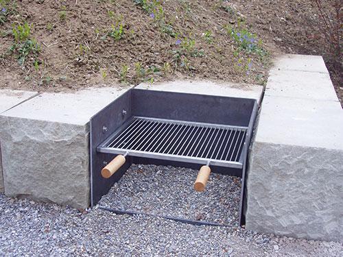 Feuerstelle mit CNS-Grillrost