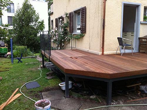 Terrassenboden mit Holzdeck